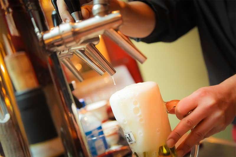 Hoher Alkoholkonsum – Experte beklagt unzureichende Präventionspolitik in Deutschland