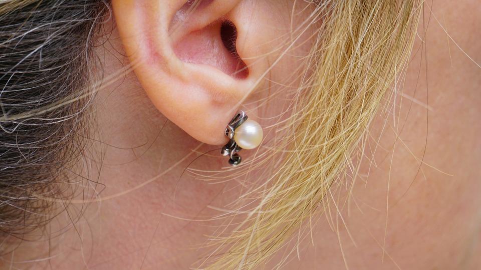 Chronischer Tinnitus: So blenden Sie die Ohrgeräusche aus