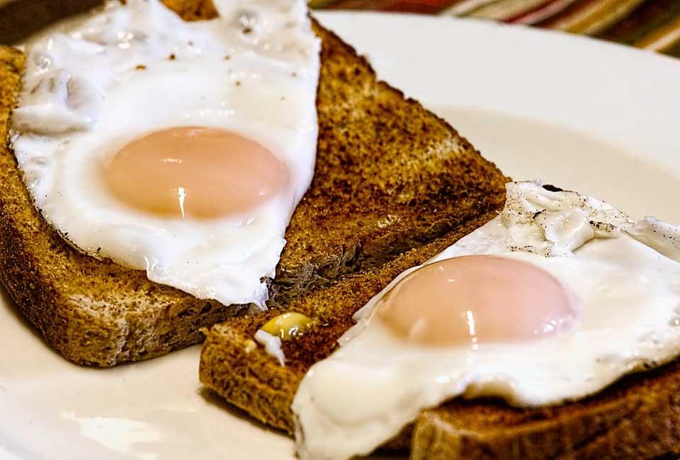 Am Morgen nach einem üppigen Weihnachtsmenü das Frühstück nicht ausfallen lassen