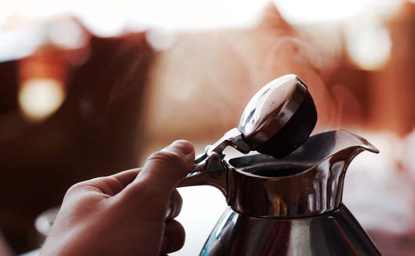 Partikel im Wasserkocher: Trinken wir Mikroplastik mit?