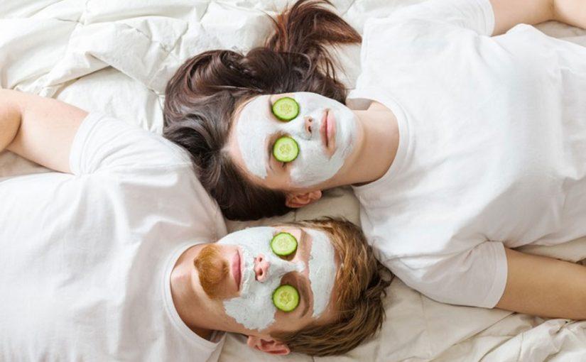 Gesicht vor dem Auftragen einer Maske gründlich reinigen