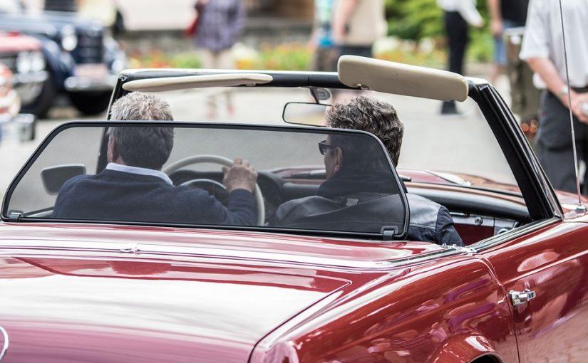 Auto fahren im Alter: Diese Tipps sorgen für mehr Sicherheit