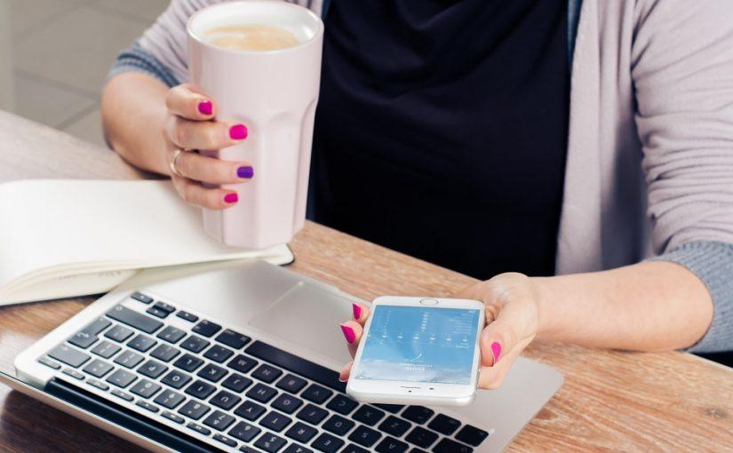 Bei zu viel Stress am Arbeitsplatz helfen Gespräche mit guten Freunden
